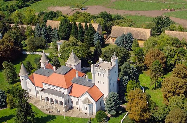 Dvorac Fantast – PIK Bečej
